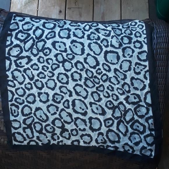 Accessories - Black and white square scarf